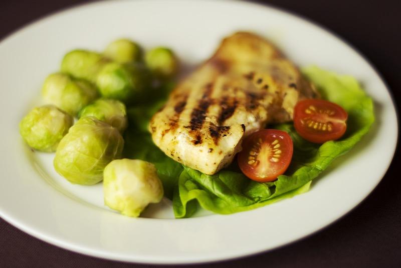 Kuracie mäso je jednoduché a rýchle na prípravu, môžete ho variovať na množstvo spôsobov. Môže slúžiť ako základ pre váš jedálniček na chudnutie.