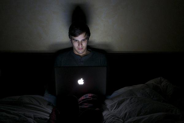 Neseďte dlho do noci za počítačom