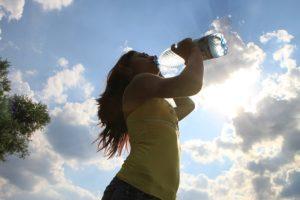 Pri zhadzovaní nadbytočných kilogramov je nevyhnutný dostatočný príjem tekutín. Pri chunutí dokonca viac, ako obyčajne.