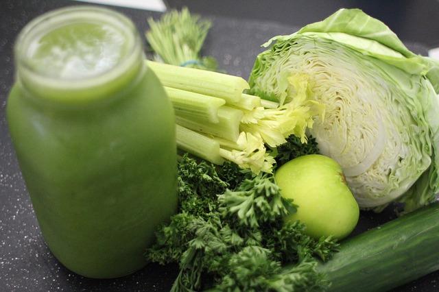 veľmi účinná je detoxikácia organizmu pitím štiav zo zelenej zeleniny