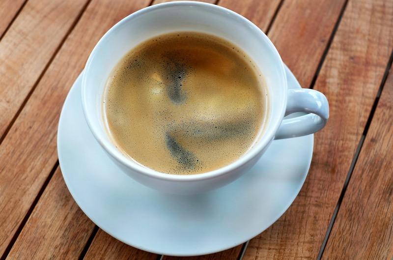 Ani tí, ktorí vypili 6 šálok kávy denne nemali zdravotné problémy