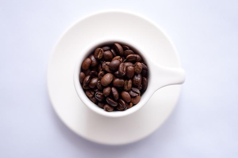 Káva je pri nízkosacharidovej diéte vhodná len ak do nej nepridáte cukor.
