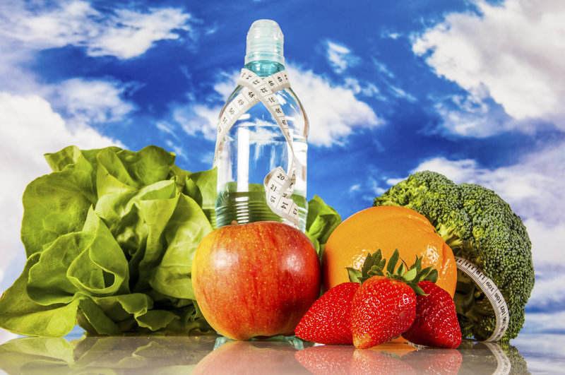 Pitie vody a vhodná strava sú základom zdravého chudnutia.