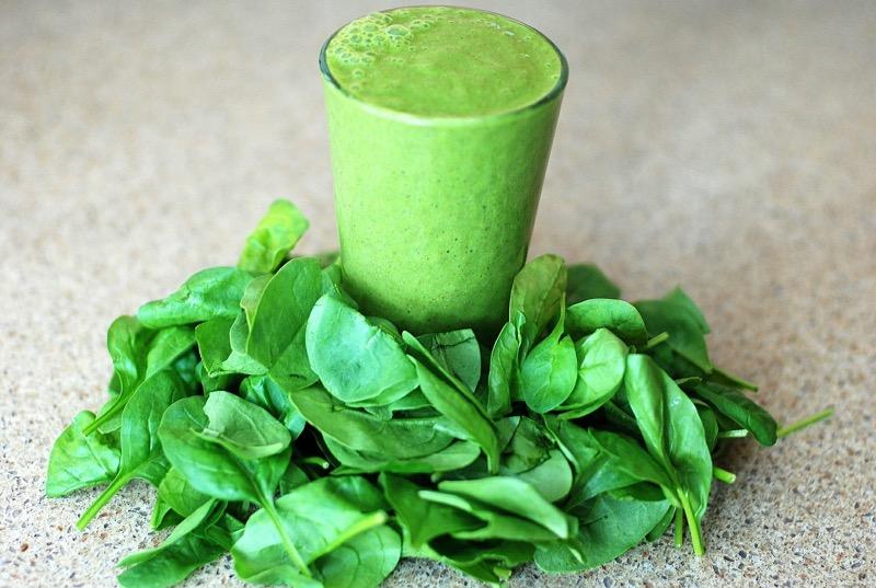 Očista pečene je pri detoxe základ. Zelené smoothie sú lacná a chutná voľba.