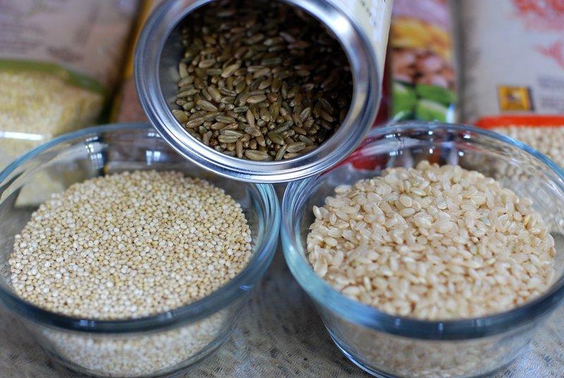 Quinoa, celé zrná či ryža - aj to sú komplexné sacharidy, ktoré majú významné miesto v každom jedálničku.