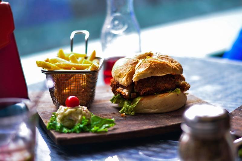 Je jednoduchšie zájsť do reštaurácie rýchleho občerstvenia než si variť, no prekonajte sa a chuť na nezdravé jedlo časom zmizne.