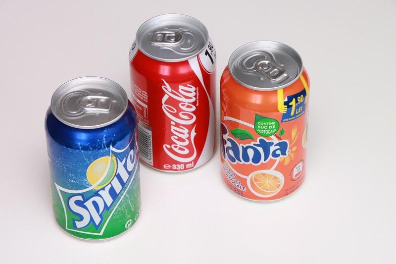 Nealko nápoje obsahujú obrovské množstvo cukru. Ich nahradenie čistou vodou je jedna z možností ako schudnúť.