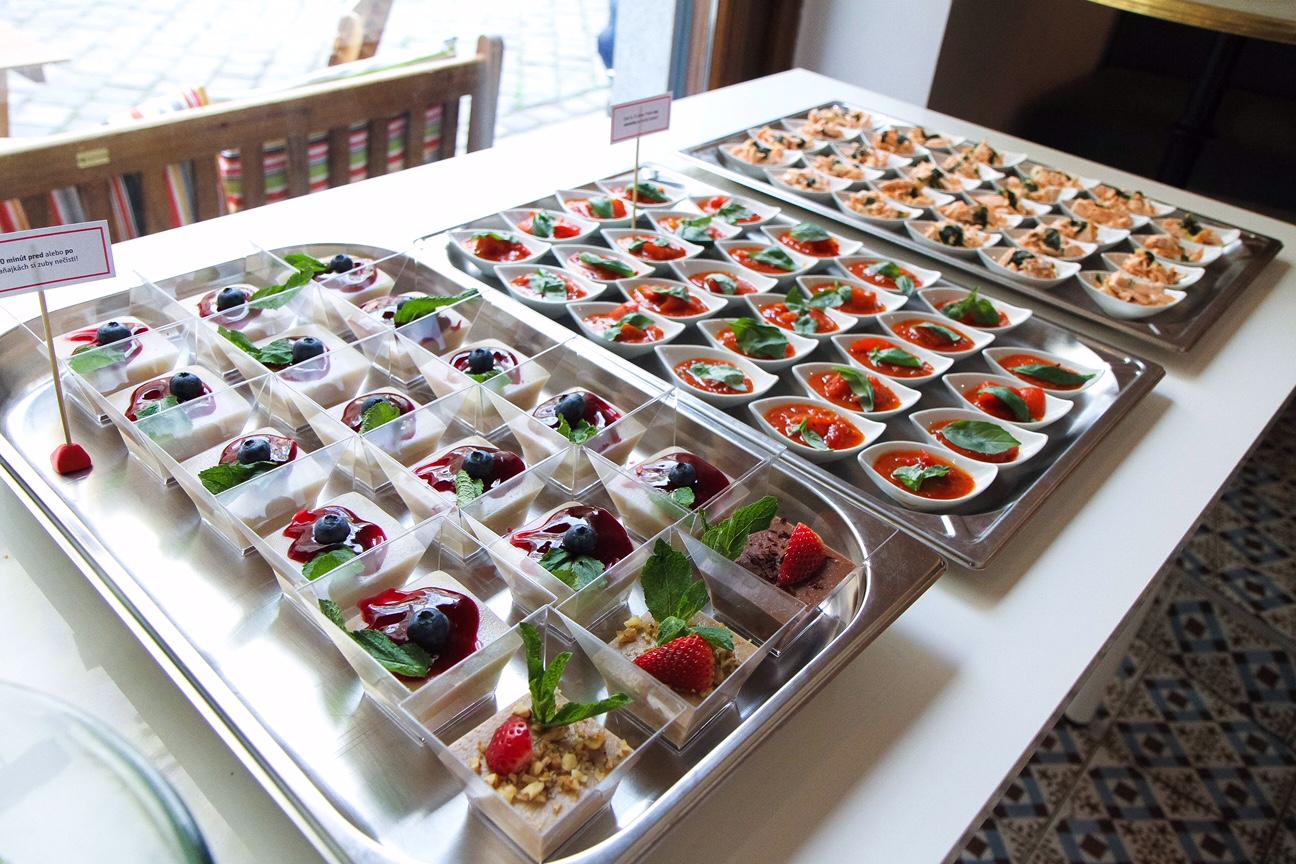 Ukážky ochutnávok pestrých receptov Food Revolution Day, pripravila Aneta s Janicou