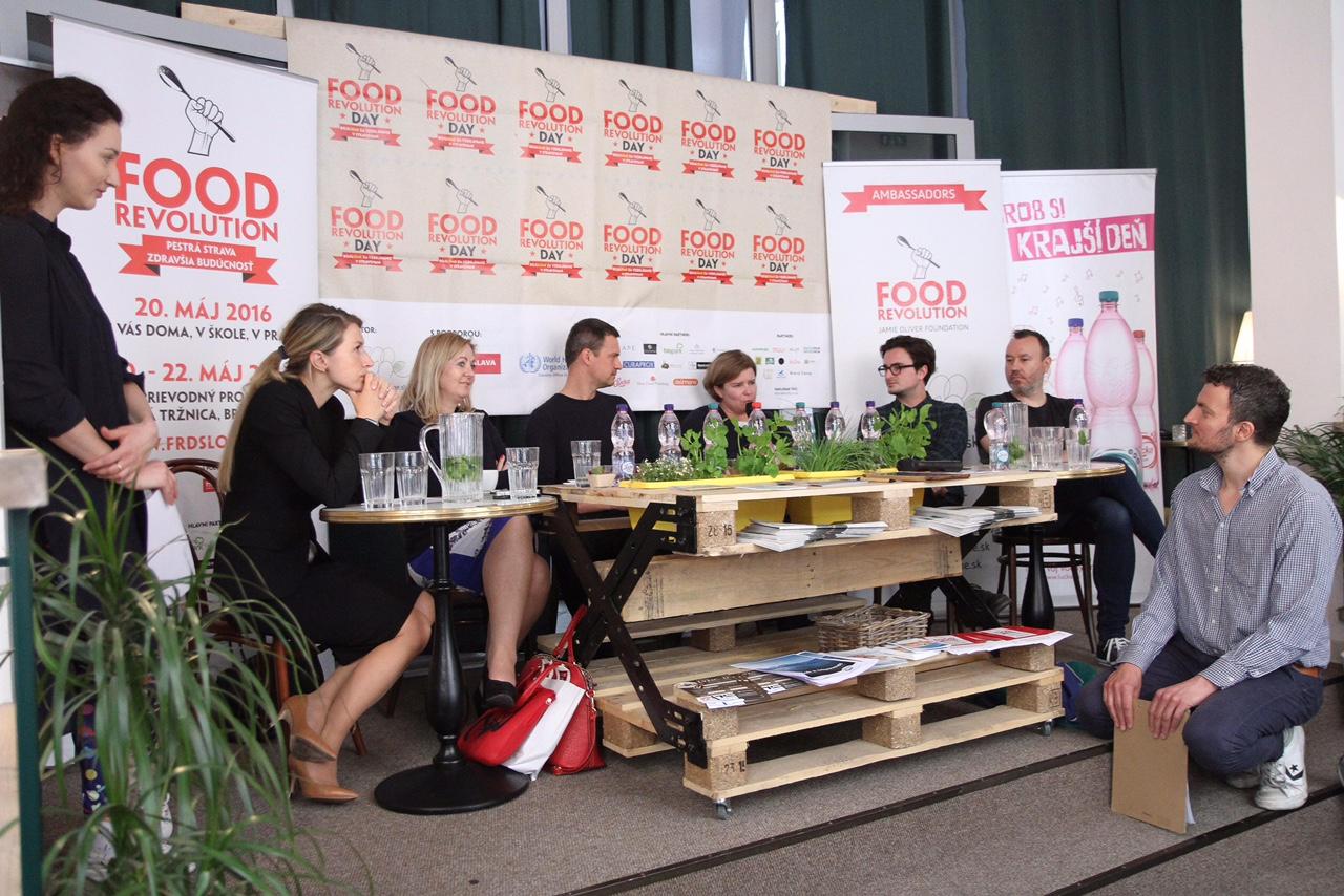 organizátor a partneri Food Revolution Day: zľava Aneta Orosiová, Monika Krzepkowska, Iveta Plšeková, Pavol Andel, Petra Molnárová, Juraj Podmanický, Ján Trstenský, Ludwig Bagin
