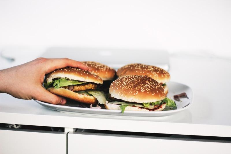 Časté návštevy fast foodov prekysľujú organizmus a vytvárajú pôdu pre zápaly