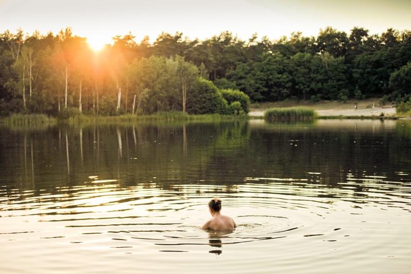 V lete po kúpaní si mokré plavky čo najskôr prezlečte