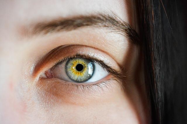 bielkoviny sú aj v očnej buľve
