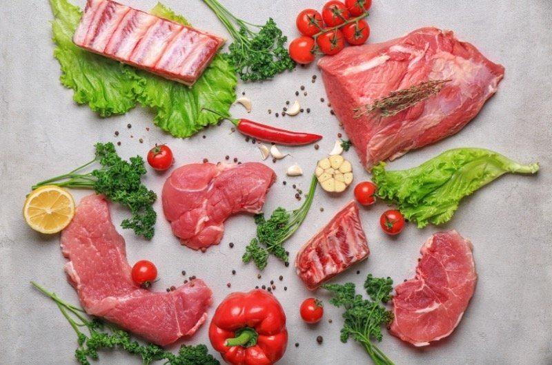 počas dukanovej diéty sa konzumuje veľa mäsa