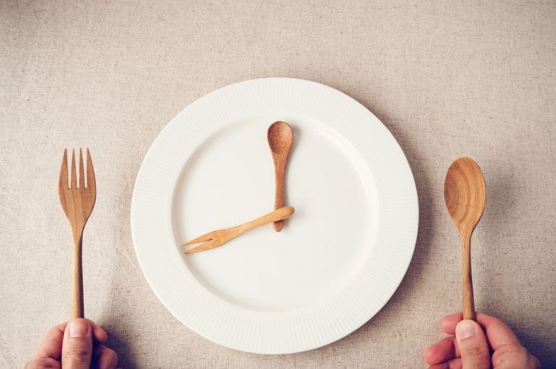 prerušovaný pôst počas ketónovej diéty