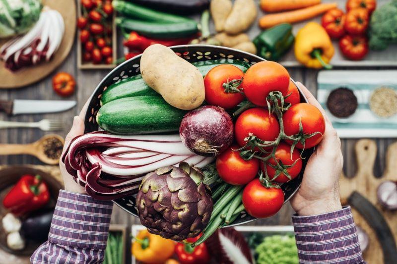 kôš plný zeleniny