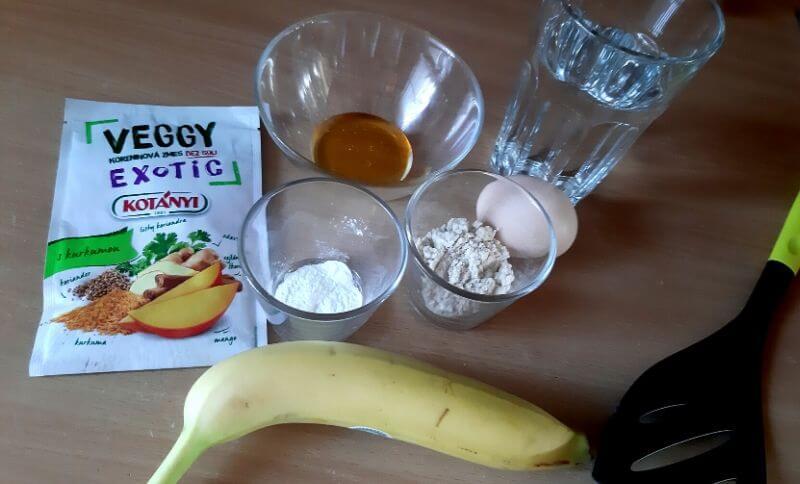 ingrediencie na proteínové palacinky bez laktózy s banánom