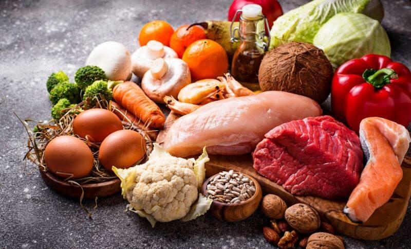 Whole30 kladie do popredia mäso, vajcia, ovocie, zeleninu