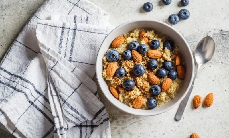 Zdravé raňajky, ktoré obsahujú potraviny bohaté na polysacharidy, vzhľadom na čo sú vhodné aj pri chudnutí.