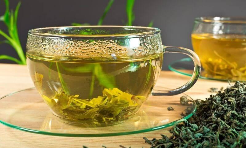 Ak checet schudnúť prírodnou cestou skúste zelený čaj, ktorý podporuje úbytok hmotnosti.