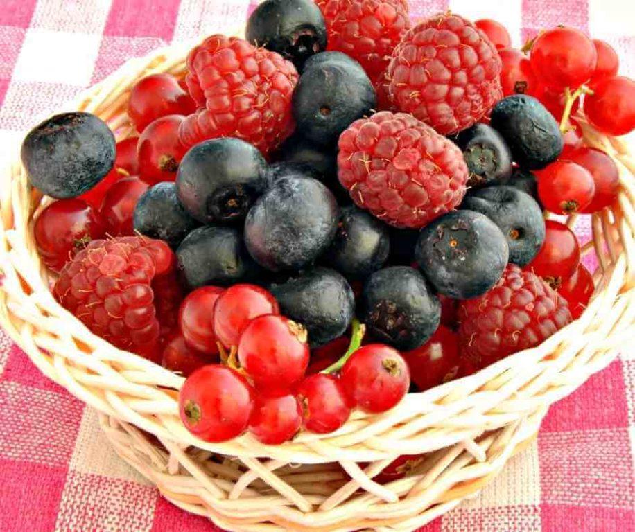 Červené ovocie taktiež pomáha spomaľovať prejavy starnutia a stimuluje tvorbu kolagénu