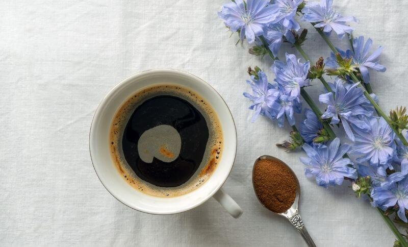 Bezkofeínová káva Melta obsahuje aj pražený koreň čakanky