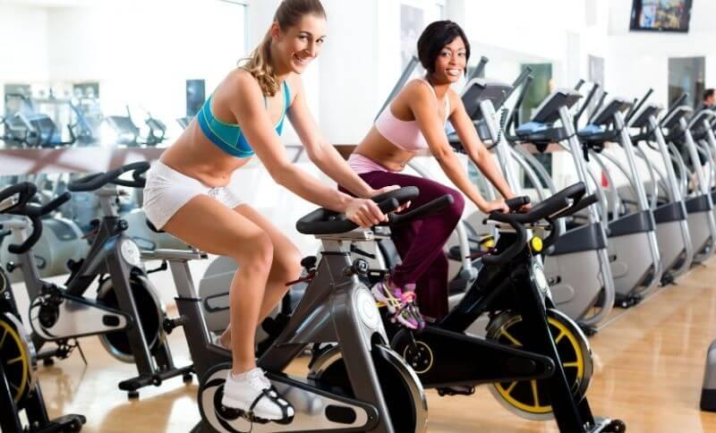 Cvičenie na stacionárnom bicykli patrí k aerobným pohybovým aktivitám