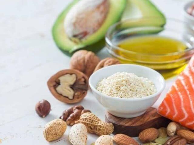 Konzumujte predovšetkým nenasýtené tuky, ktoré sú zdravšie