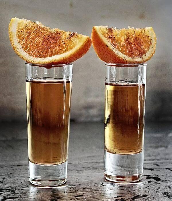 Becherovka s červeným pomarančom
