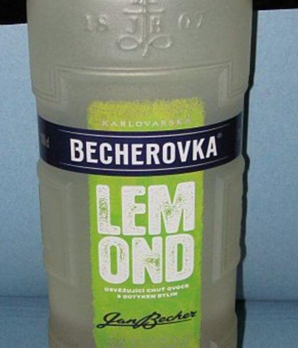 Becherovka Lemond s príjemnou citrónovou vôňou