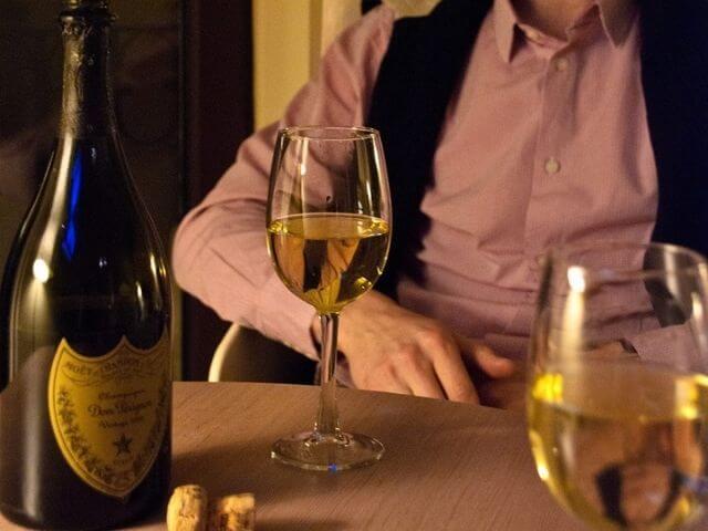 Fľaša Dom Pérignon spolu s pohármi